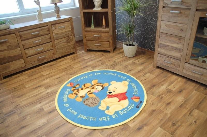 Guľatý detský koberec Medvedík Pú modrý