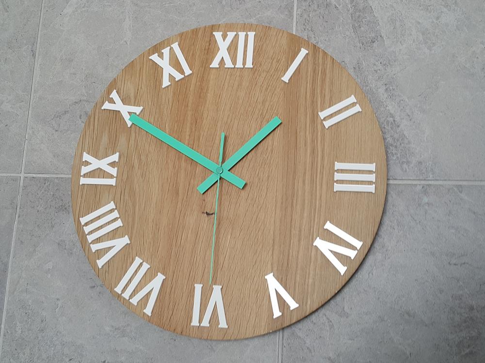 Nástěnné hodiny Oak Number hnědé