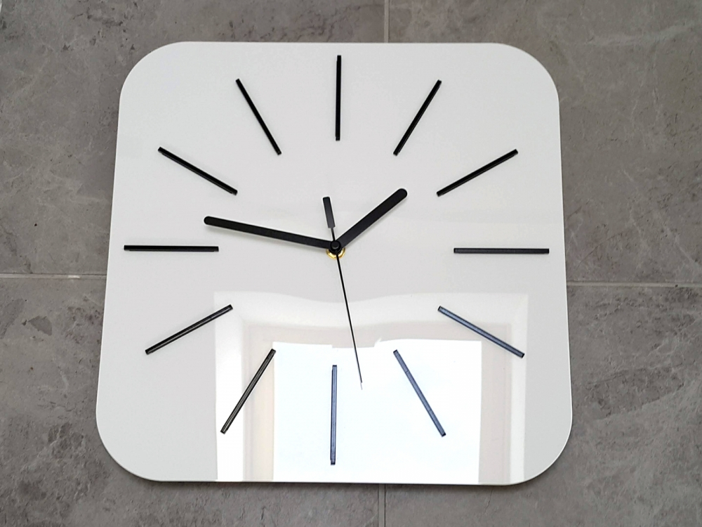 Nástěnné hodiny Hipnotic bílé
